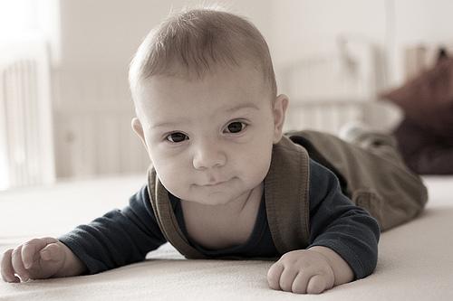 Estimular nadons de 5 mesos