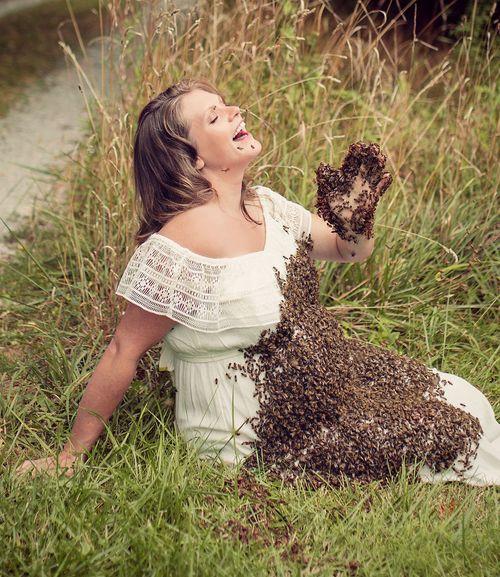 Àlbum de fotos embarassada amb 20.000 abelles