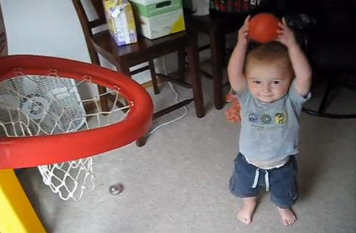 Un nen de 2 anys, nou crack de l'NBA