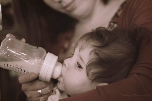 Polèmica per un restaurant vegà de Tarragona que no permet alimentar nadons amb llet de vaca dins del local