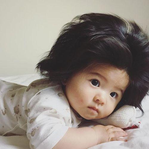 Només 6 mesos i...quin cabell!