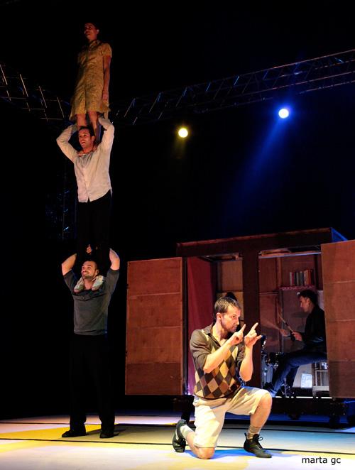 'Capas', un espectacle de circ molt familiar i festiu