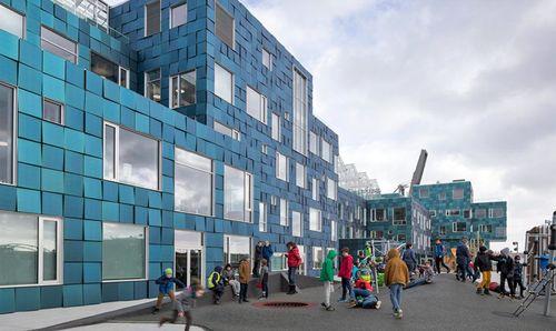 Una escola de Dinamarca coberta per 12.000 panels solars