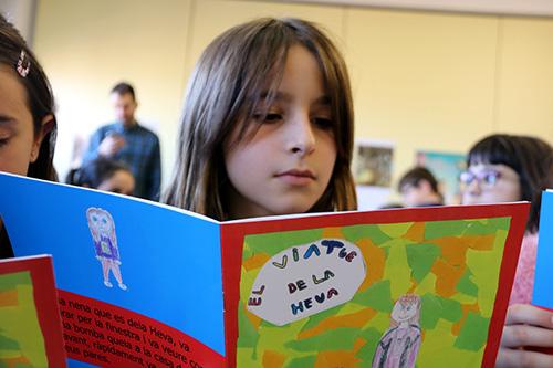 Alumnes de 9 anys de l'escola Puigberenguer de Manresa editen un llibre per explicar com és la vida dels refugiats