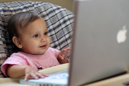 Els nens del futur es diran Mac, Apple i Siri!!