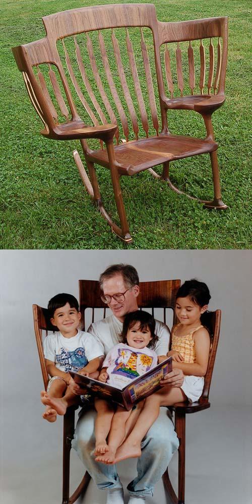 Una cadira per poder llegir contes a tres fills alhora