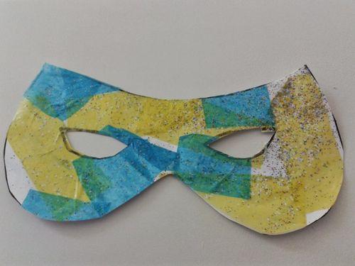 Fem una màscara de carnaval