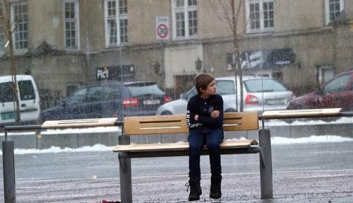 Què faries si trobessis un nen passant molt fred?