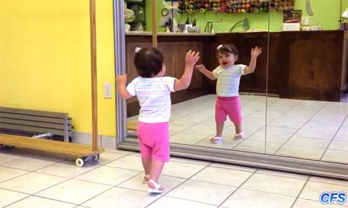 Descobrint un mirall per primera vegada