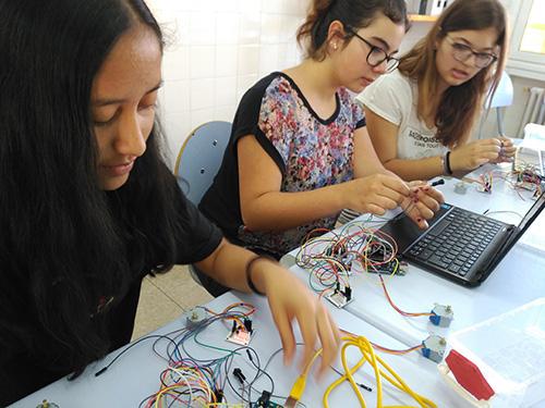 El demà l'apliquem avui: la tecnologia a l'Escola Regina Carmeli Horta
