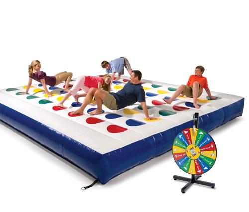Ja és aquí el Twister inflable!